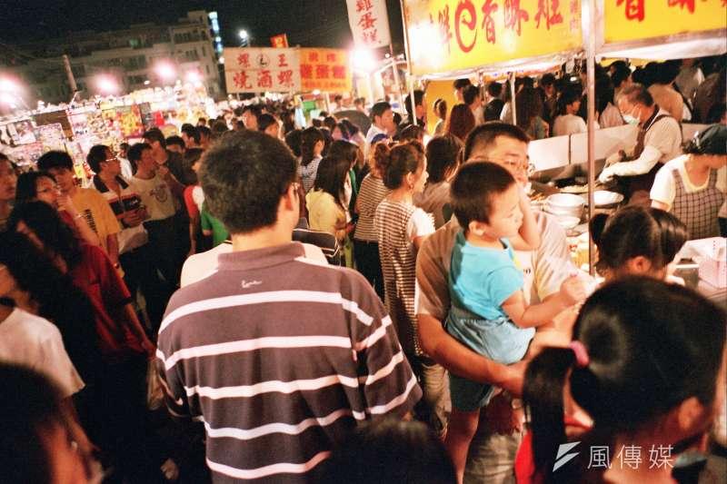 國際旅客來台人次12日破千萬達標,交通部政務次長王國材表示,台灣觀光客組成正徹底『質變』,開發多元市場是來台旅客再破千萬的主因。(圖/台南花園夜市-Elsie Lin@flicker)