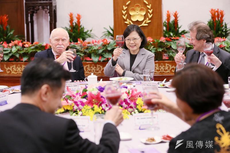 蔡英文總統宴請人權兩公約審查委員。(來源:總統府官網)
