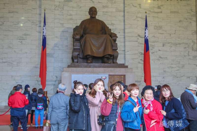 ,今年1月到3月國外來台觀光客人數原本呈現負成長,但在520政府上任一周年前夕,4月份的來台旅客由黑翻紅。(資料照,陳明仁攝)