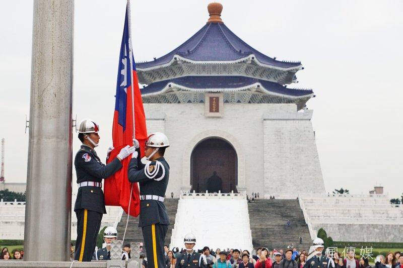 中正紀念堂有陵墓意涵,常被視為是瞻仰獨裁者。(資料照片,盧逸峰攝)