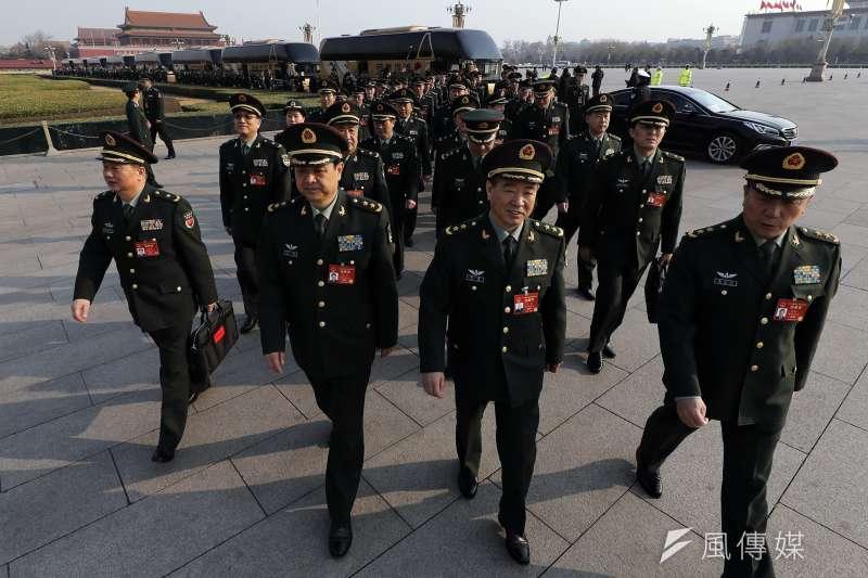 2017年中國「兩會」(全國人民代表大會、政治協商會議)在北京登場,全國人大第12屆第5次會議,解放軍代表(AP)