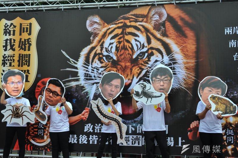 20170318-公民護家行動,五名挺同立委代表「五毒」。(甘岱民攝)