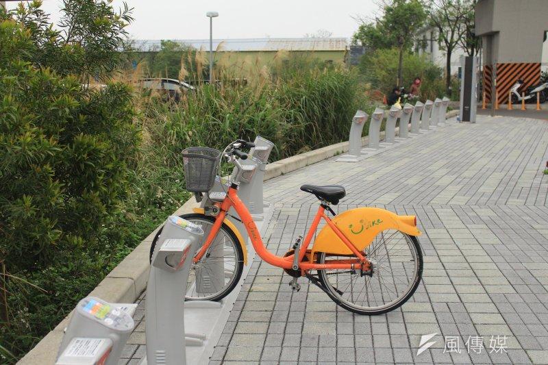 2017-03-19-小超哥youbike專題-當地民眾說,捷運大園站外youbike在天氣不錯的假日,常常會一車難求。(方炳超攝)