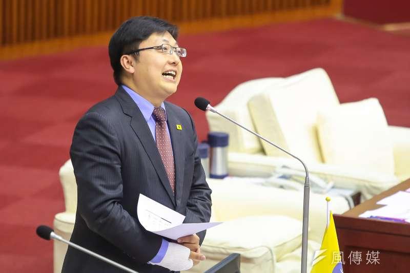 201704012-台北市議員徐世勳12日於市議會質詢。(顏麟宇攝)