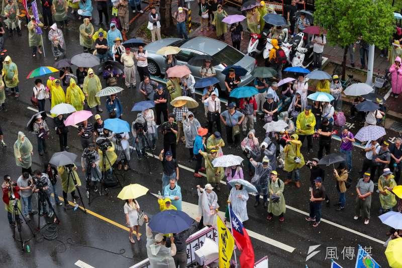 20170419-年金改革法案19日將於司法法制委員會進行審議,監督年金改革行動聯盟於立院外抗議。(顏麟宇攝)