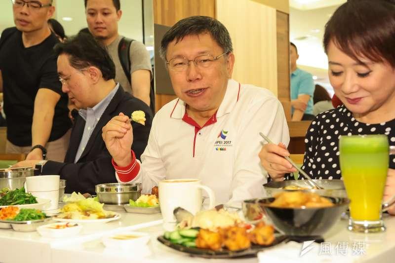 20170420-台北市長柯文哲、SOGO百貨董事長黃晴雯20日出席「SOGO新食器時代,禁用一次性及美耐皿餐具」記者會。(顏麟宇攝)