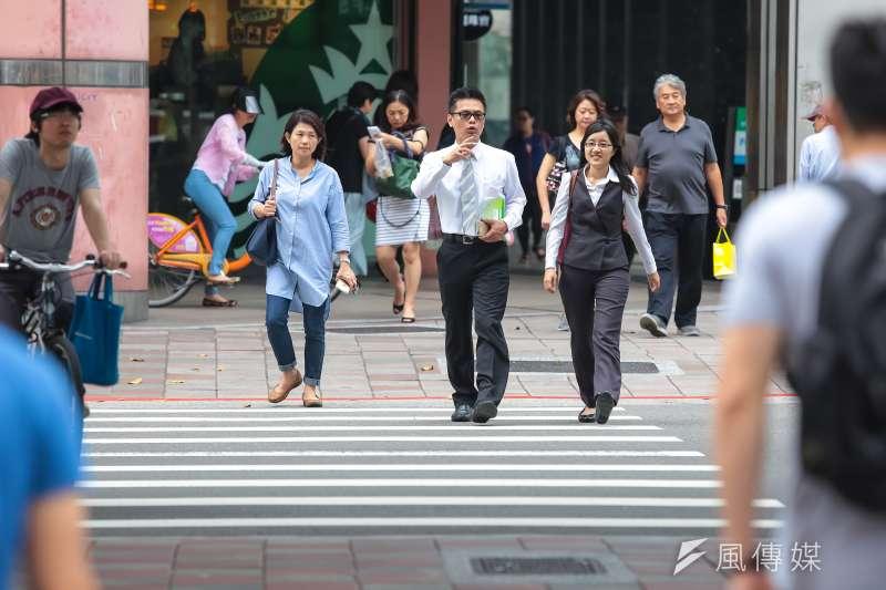 財政部研究報告指出,以104年為例,21歲至30歲之低薪族占比高達33%。(資料照,顏麟宇攝)