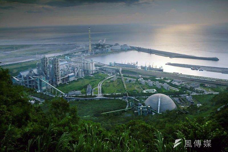 作者表示,徐旭東說沒有水泥就不會有公共建設。然而新加坡沒有生產任何一頓的水泥,100%水泥進口,可是它的國家建設就比台灣落後嗎?(示意圖 取自台泥網站)