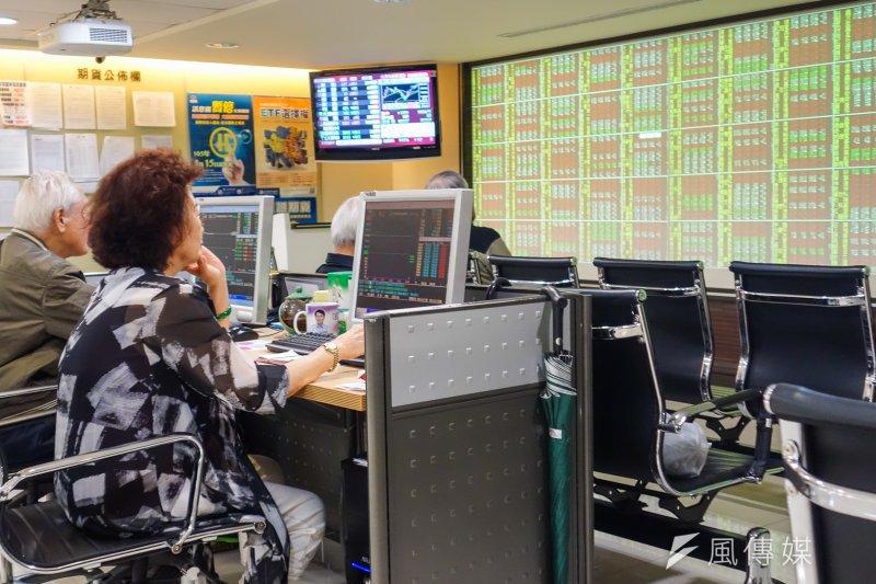 台灣指數期貨3日開盤崩跌千點,原本傳出是因統一證券期貨自營部下錯單,但統一證事後強調,並沒有發生「下錯單」的事件。(資料照,陳明仁攝)