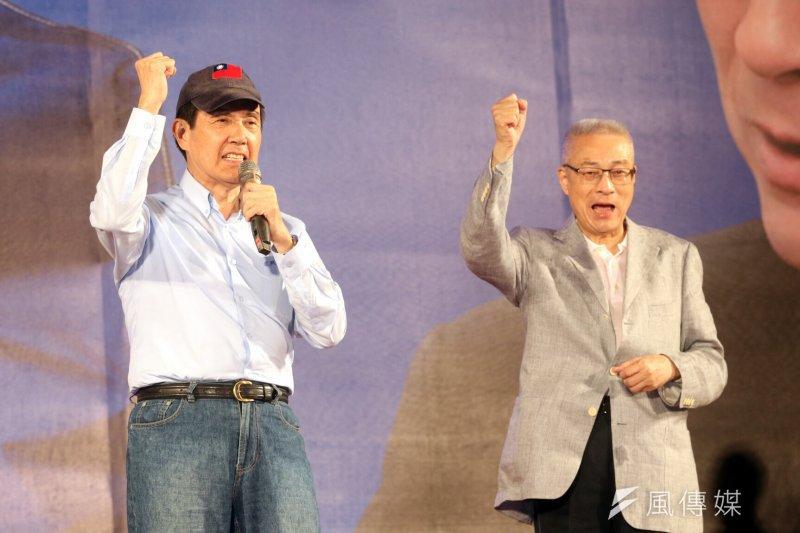 國民黨主席選前之夜,前總統馬英九(左)細數與吳敦義的近50年交情,希望吳敦義能把最大力量拿出來,為國民黨、為國家奮鬥。(蘇仲泓攝)