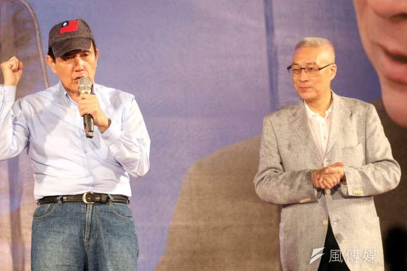 20170519-國民黨主席選前之夜,前總統馬英九(左)為前副總統吳敦義站台。(蘇仲泓攝)