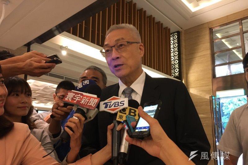 國民黨新任主席吳敦義5日前往花蓮舉行感恩餐會,被問到是否歡迎傅崐萁回國民黨,他回答符合資格沒有拒絕的道理。(資料照,羅暐智攝)