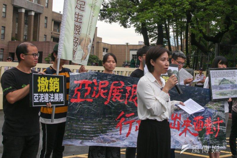 地球公民基金會19日召開記者會,指控行政院帶頭違反《原住民基本法》第21條,讓亞洲水泥取得20年的礦權展限,立委高潞・以用並前來聲援。(陳明仁攝)