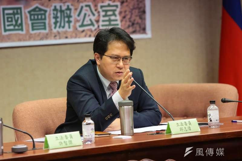 民進黨立委邱志偉提案修社會秩序維護法,要管制「假新聞」。(顏麟宇攝)