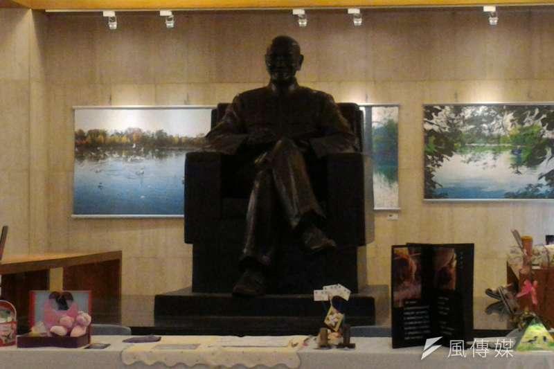 政治大學的蔣介石銅像。(風傳媒)