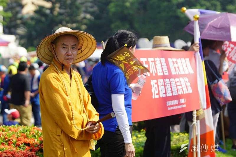 2017-07-23--「史上最大科,眾神上凱道」遊行,上百轎班於中正紀念堂自由廣場匯聚,亦有佛教團體參與-盧逸峰攝