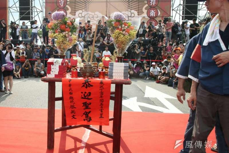 2017-07-23--「史上最大科,眾神上凱道」遊行,上百轎班於凱道繞境,凱道上並設有香案02-陳明仁攝