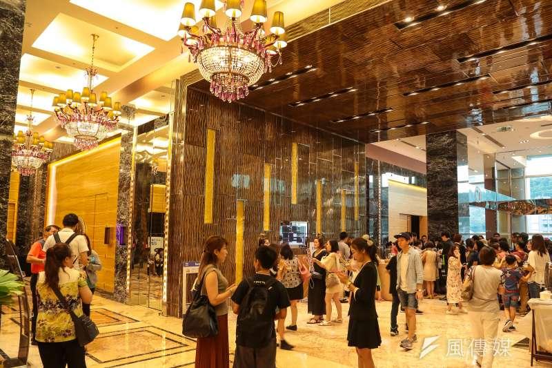 台灣人喜歡「算吉日、辦喜事」,往往在半年到1年前就訂下喜宴餐廳,不過其間變數多,若要取消婚宴,就容易與業者衍生糾紛。圖為婚宴會館。(顏麟宇攝)