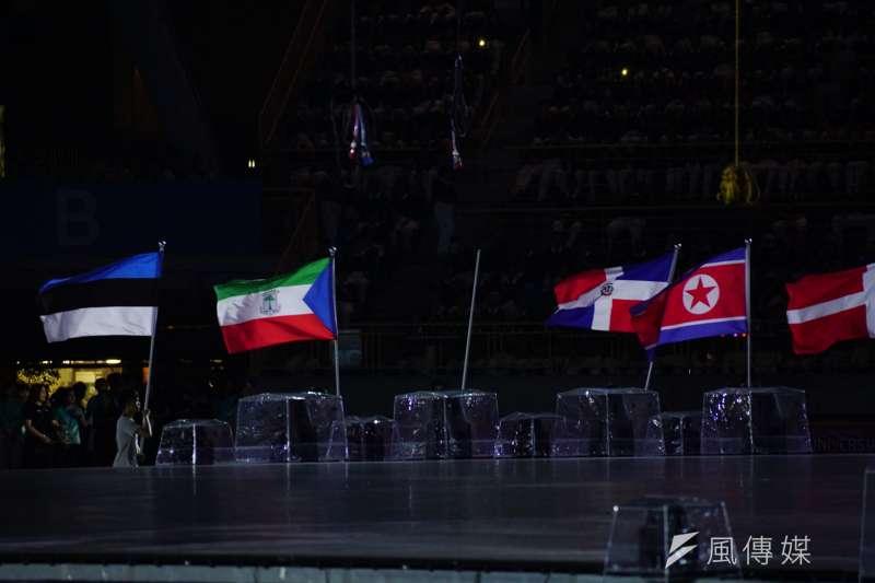 20170805-世大運開幕測試,有些國家國旗尚未做完,因此現場未出現。(盧逸峰攝)