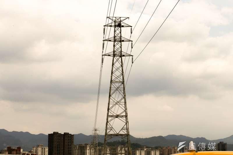 二十年前開放民營電廠的主要原因之一就是台電自設電廠屢屢在建設輸電線遭遇瓶頸,電廠是「點」,輸電系統是「線」,建設輸電線的路權太難取得,台電束手無策。(陳明仁攝)