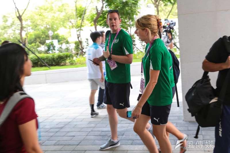 世大運選手村12日舉行開村儀式,村內已能看見外國選手身影。(顏麟宇攝)