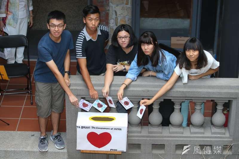 20170813-「人權接棒 心跳不止 行動不滅」814國際「慰安婦」紀念日活動,以「一人一心,一人一信」方式,要求日本政府正視「慰安婦」議題,台韓學生交流團的台灣高中生代表出席接棒意志。(陳明仁攝)