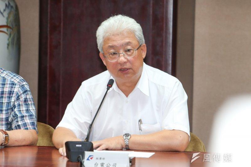 台電董事長朱文成表示,1號機已在晚間6點49分併聯,其他機組會陸續在晚間9點併聯。(陳明仁攝)