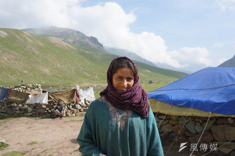 斯里納加(Srinagar)一直是喀什米爾縱谷(Kashmir valley)的首要城市,現在則是印控查謨-喀什米爾邦的雙首府之一。圖為牧羊少女Ruksana。(林正修提供)