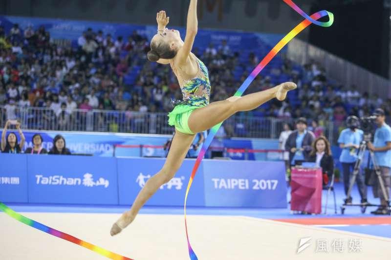 俄羅斯選手參與韻律體操,棒及帶勁與美的競技。(陳明仁攝)