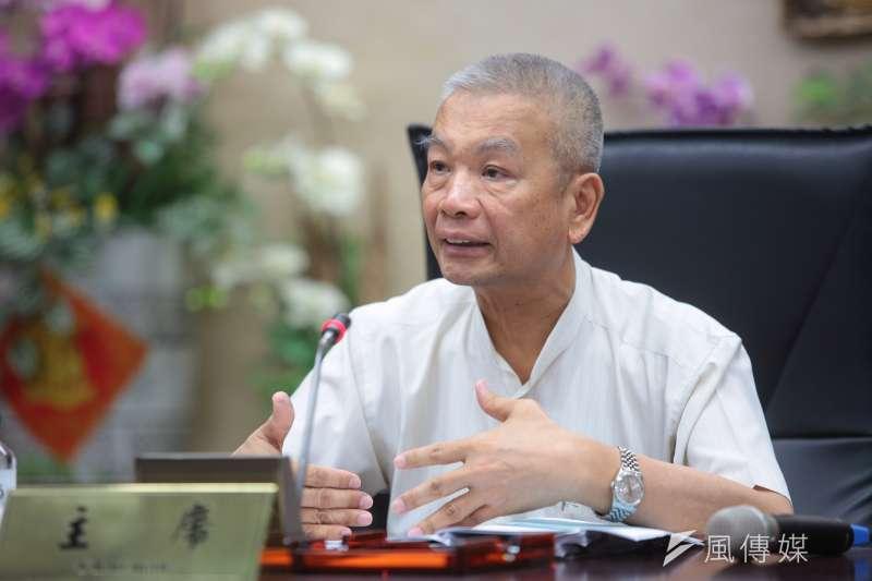財政部長許虞哲舉行「所得稅法修正方案之說明」記者會。(顏麟宇攝)