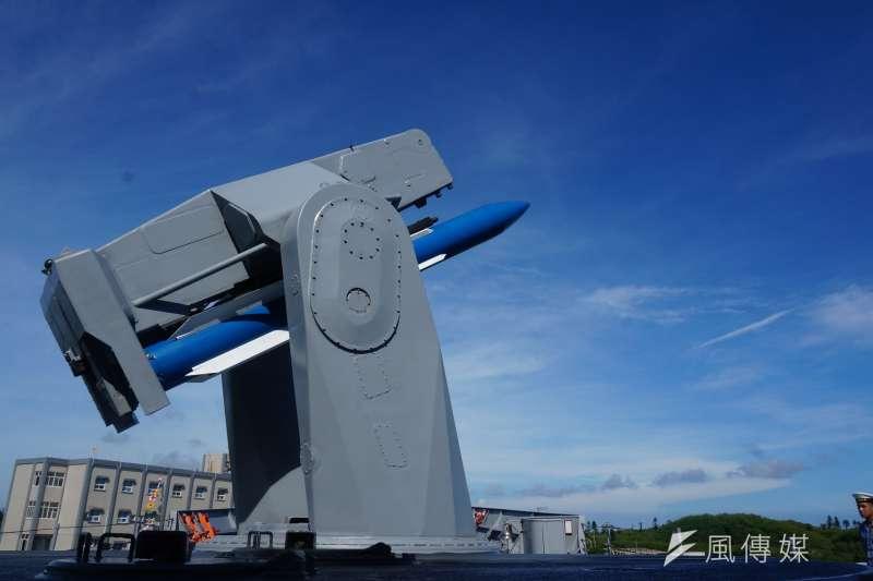 駐守澎湖馬公基地的146艦隊成功級1107子儀軍艦,11日下午在港區吊掛標準一型中程防空飛彈時,傳出飛彈掉落重摔在甲板上,所幸未滾落海中。圖為標一飛彈。(資料照,王彥喬攝)