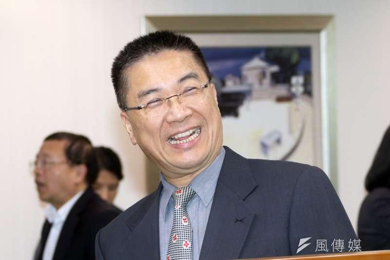 徐國勇今(13)日表示,行政院做出的調薪決定都是經過精算的,並不是「安撫軍公教」,而是為了台灣的利多。(蘇仲泓攝)