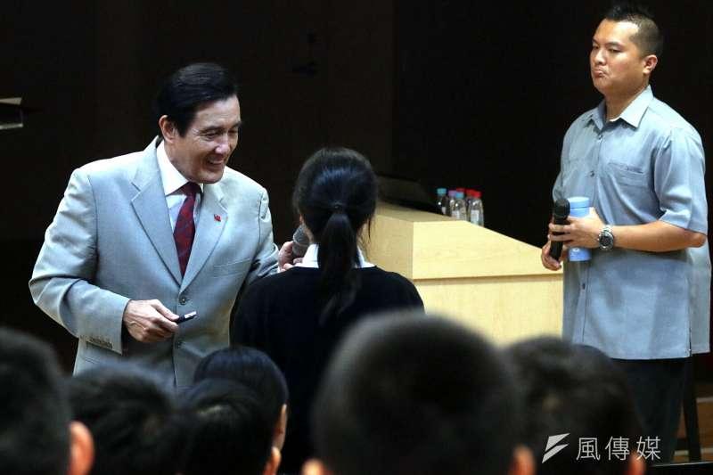 前總統馬英九今天下午到新北市裕德雙語學校演講。(蘇仲泓攝).JPG