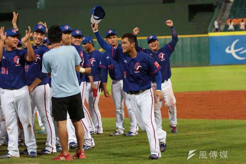 棒球,據說是台灣的國球,但是各項制度不夠周延卻是不爭的事實。(顏麟宇攝)