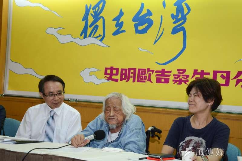 史明基金會今(12)日舉辦「獨立台灣・百年堅持-史明歐吉桑生日分享會」記者會,史明特別前來並對一生志業侃侃而談 。(陳明仁攝)