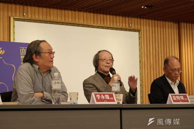 作家金恆煒(中)22日舉行《面對獨裁:胡適與殷海光的兩種態度》 新書發表會。(朱冠諭攝)