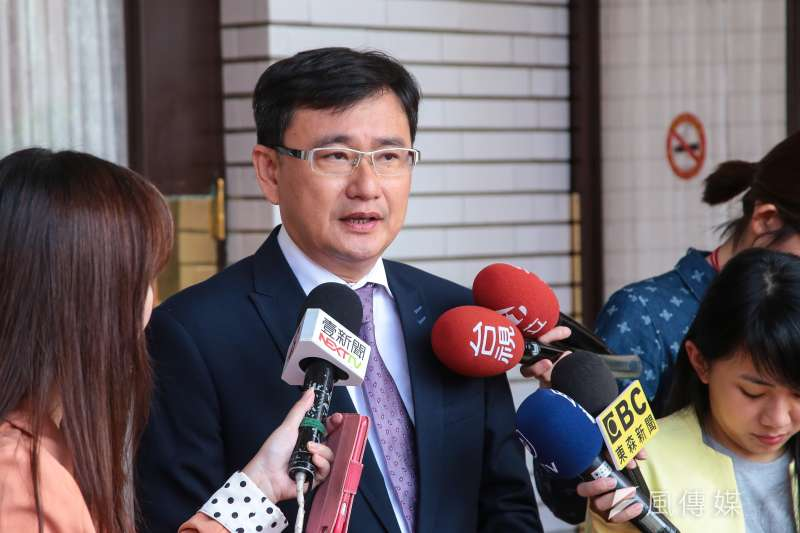 20171107-民進黨立委黃國書7日於立院接受媒體聯訪。(顏麟宇攝)