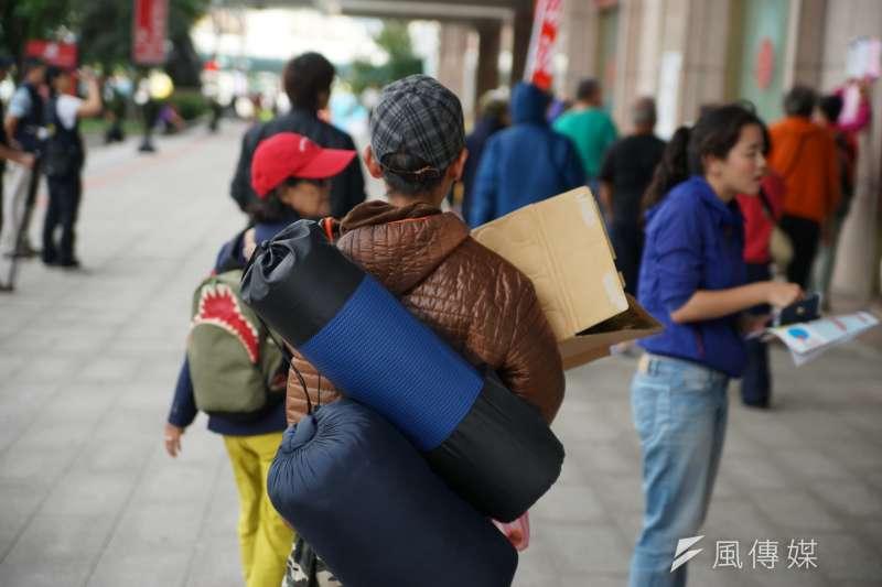 台北市社會局表示,近4天以來,避寒街友每晚平均約60人造訪,總計約240人次到避寒所,僅次於霸王級寒流時的人次。(資料照,盧逸峰攝)