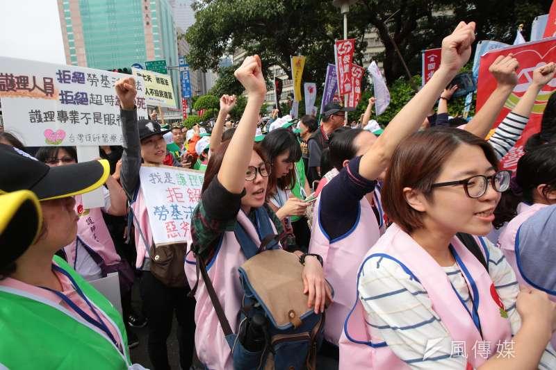 20171109-各工會、勞工團體9日於政院門口抗議勞基法修惡行動。(顏麟宇攝)