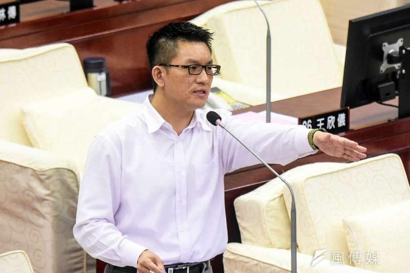20171113-台北市議會下午進行市政總質詢,圖為台北市議員童仲彥。(蘇仲泓攝)