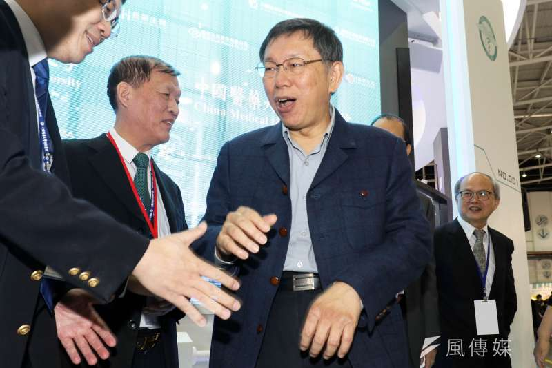 台北市長柯文哲上公視節目拜訪重度亞斯伯格症的王家華和她的家人,提到自己同樣患有亞斯伯格症的兒子,他表示,對兒子並沒有太多要求,只希望兒子快樂。(蘇仲泓攝)