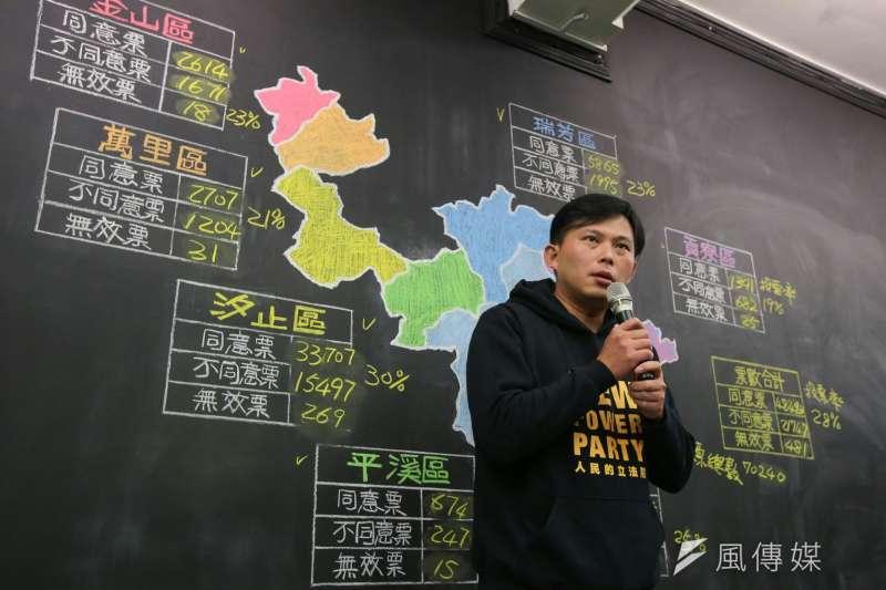 黃國昌感謝投下罷免票者,讓他有機會虛心檢討自己的不足,繼續接受大家的鞭策與監督。(顏麟宇攝)