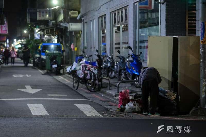 20171227-新北市街友遊民專題配圖,三重區街友遊民。(顏麟宇攝)