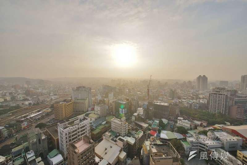 2018-01-03-新竹地區今日霧霾嚴重??瘴?、空汙、空氣品質。(盧逸峰攝)