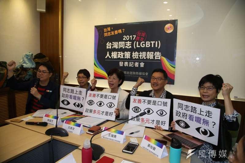 台灣首次《2017台灣同志(LGBTI)人權政策檢視報告》出爐,(左起)杜思誠、蔡瑩芝、尤美女、王增勇、黃怡碧。(陳明仁攝)