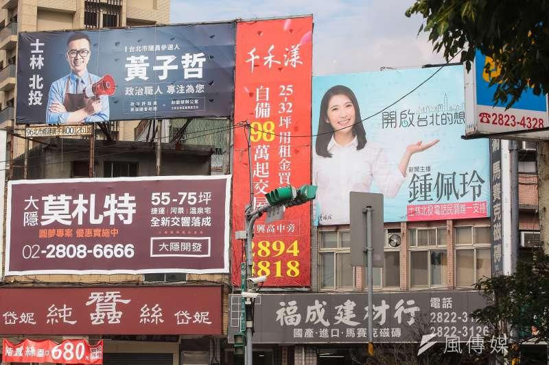 競選廣告招牌開始在北市掛起,台北市長柯文哲日前親自下令,要求修改法規中的「限期改善」為「直接開罰」。(顏麟宇攝)