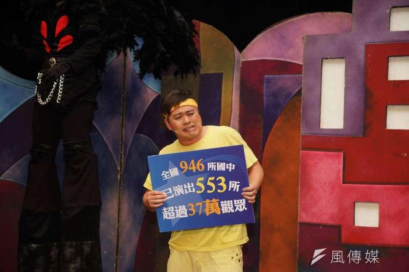 20180109-台北市青少年反毒正義聯盟記者會,紙風車劇團演出。(盧逸峰攝)