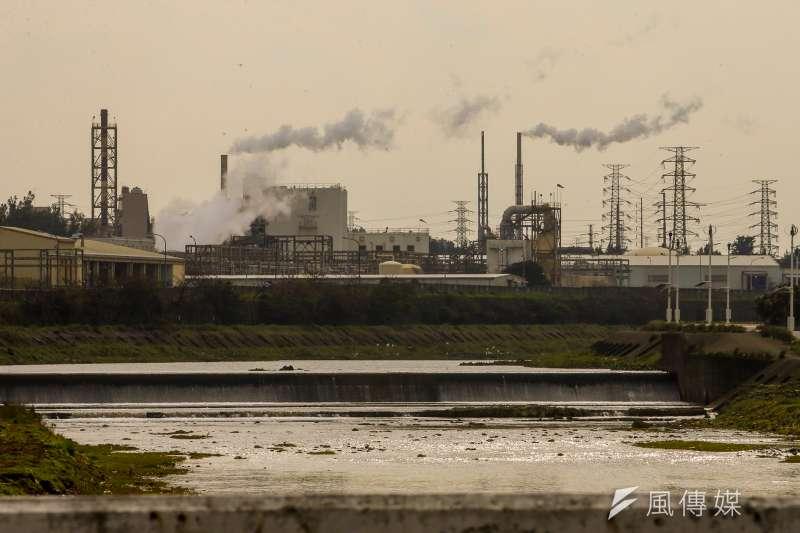 根據環保署的資料,若依河川汙染分類指標來看,全台50條主要河川中,有四分之一的河段被認定屬於中度及重度污染,不宜飲用、灌溉。(陳明仁攝)