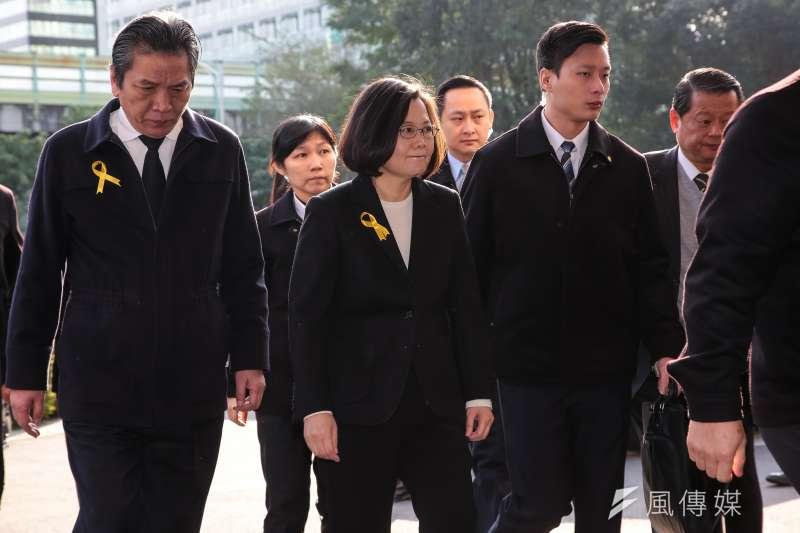 20180111-總統蔡英文11日出席親民黨主席宋楚瑜母親胡窕蓉女士追思告別式。(顏麟宇攝)