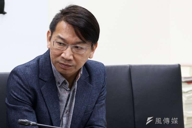 20180112-時代力量委員徐永明上午出席「人民公投  捍衛勞權」記者會及民調公布。(蘇仲泓攝)